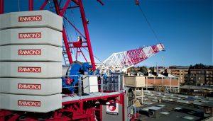 Raimondi Cranes LR330 luffing crane, looking along the jib